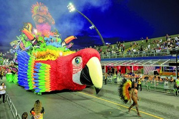 Brasil vibra al ritmo de  comparsas de carnaval