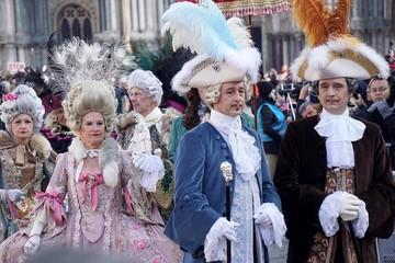 """Venecia inicia Carnaval con el """"vuelo del ángel"""""""