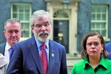 Adams deja presidencia del antiguo IRA irlandés