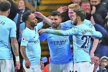 El City acaricia el título tras festín a costa de Leicester