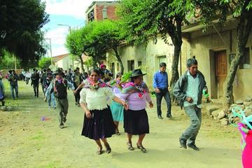 Comida y baile se imponen en el Carnaval de El Tejar