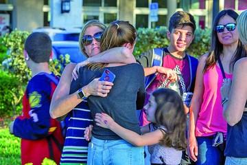 Joven mata a 17 personas en una escuela de EEUU
