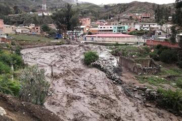 La Paz: Crecida del río en Palca arrasa con 60 viviendas y afecta a unas 150 familias