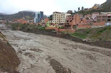 Alcalde de La Paz atribuye crecida de ríos a la apertura de represas; EPSAS lo niega