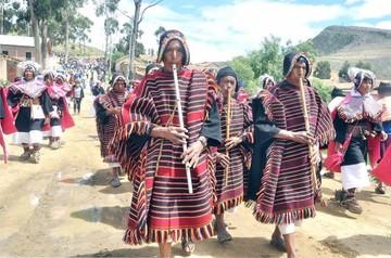 La época de lluvia llega a Tarabuco al ritmo del Pujllay y en plena Estación Carnaval