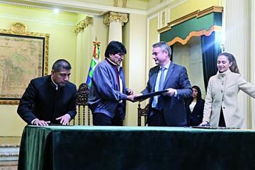 Gobierno firma convenio con UE para riego y agua