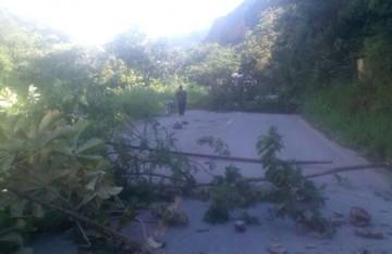 Cocaleros de La Paz inician con el bloqueo de vías en Los Yungas