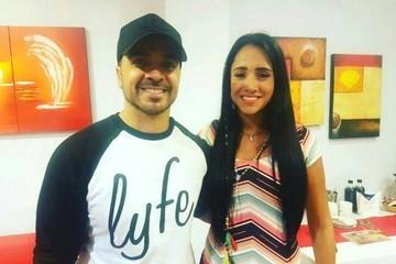 Fonsi le cantó a Ximena Suárez, la azafata sobreviviente del vuelo de Chapecoense