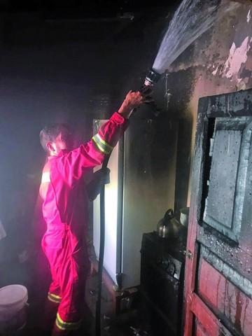 Mujer sufre quemaduras tras incendio en cocina