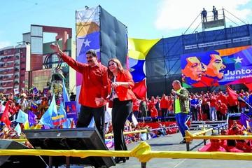 """Maduro promete """"nueva"""" economía si es reelegido"""