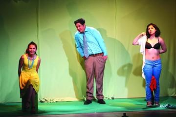 Estrenan la obra Manzana que refleja vida en familia