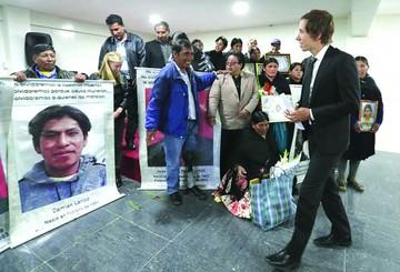 Víctimas piden que Goni rinda cuentas en Bolivia