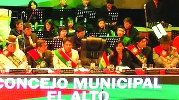Polémica y tensión marcan el 33º aniversario de El Alto