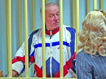 Envenenaron con agente nervioso al ex espía ruso