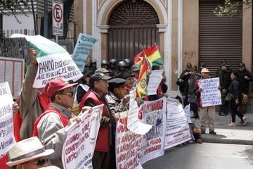 Víctimas de las dictaduras cumplen 6 años en vigilia
