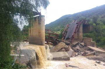 Antiguo puente de línea férrea colapsa en la zona de El Campanario