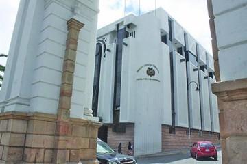 Consejo ratifica en el cargo  a empleado pese a críticas