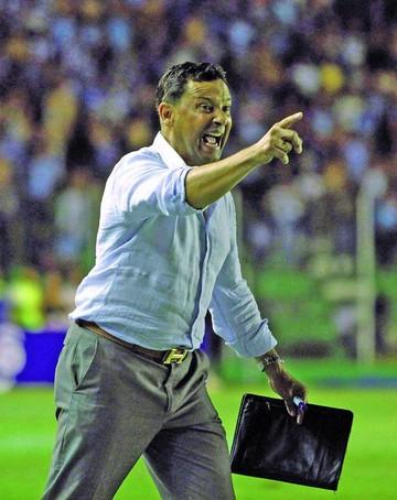 DT Campos no quiere volver