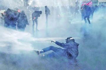Francia: Macron enfrenta ola de protestas