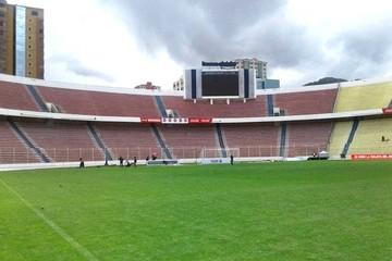 Gobernación de La Paz empieza el colocado de la pista atlética en el Siles