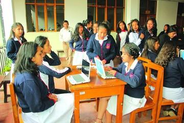 Alumnas eligen directiva con voto electrónico