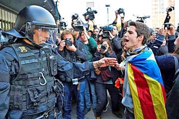 Manifestantes bloquean vías en Cataluña
