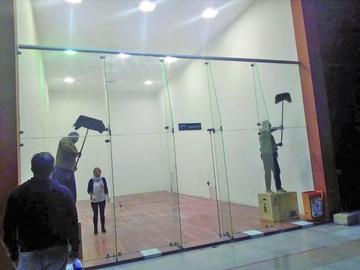 Raquet atiende escenario