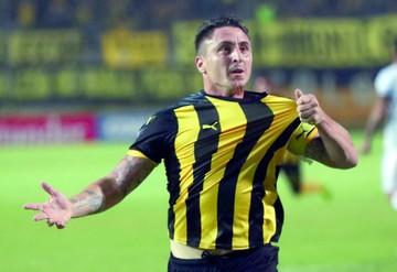 Peñarol derrota a Tucumán y desplaza a The Strongest