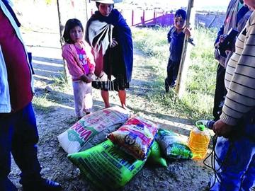 Entregan ayuda a familias de escasos recursos