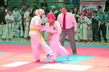 Karate se concentra en Sucre