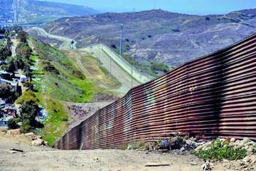 Trump prepara tropas y Peña Nieto pide respeto