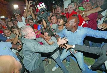 Lula acaba encarcelado