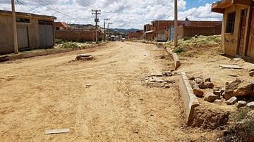 Exigen conclusión de pavimento en barrio El Rosedal