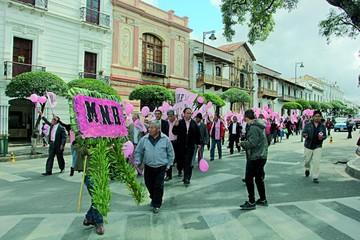 Celebran 66 años de la revolución los emenerristas