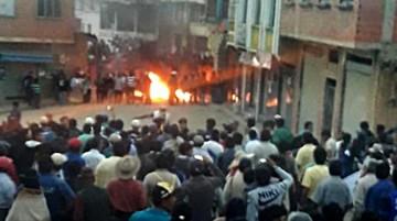 Tensión por choques en Yungas paceños