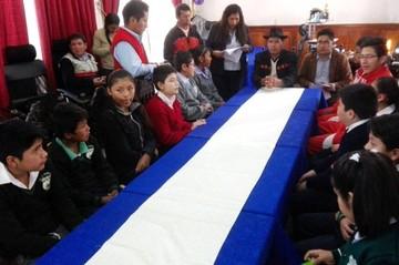 Niños de escuelas y colegios expresan pedidos al presidente del Concejo Municipal