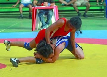 Chuquisaca copa la selección femenina de lucha olímpica
