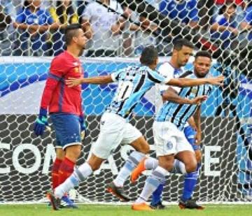 Gremio supera a Cruzeiro en inicio del Brasileirao