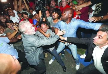Lectura y fútbol, la distracción de Lula