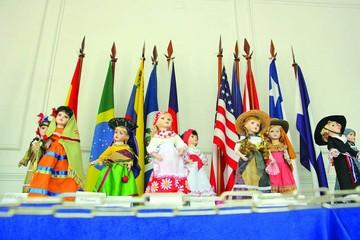 Muestra de trajes típicos se exponen en U Andina