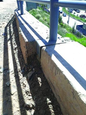 Cuatro de seis pasarelas presentan múltiples daños