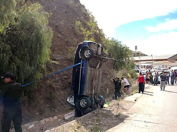 Un coche vuelca en el sector de La Calancha
