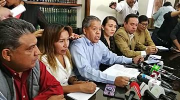 Leyes enfrenta presión  política y judicial