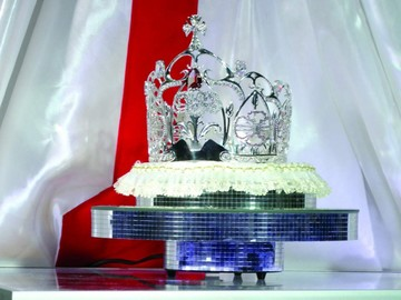 Presentan corona de Miss Chuquisaca