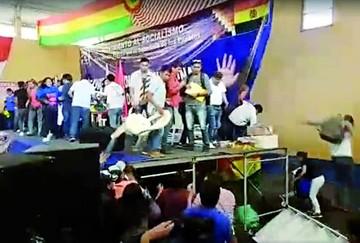 Juventudes del MAS se van a las manos en cita