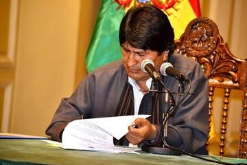 Morales crea nuevo Viceministerio de Lucha Contra el Contrabando