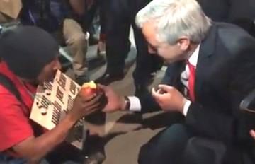 Vice aclara que además de la manzana le entregó Bs 100 a persona que pedía limosna