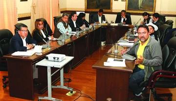 Concejo no toca a Leyes, que pierde a un asesor