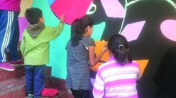Muralista deja huella en Sucre con obra