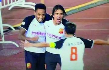 Marcelo Martins convierte un golazo en el fútbol chino